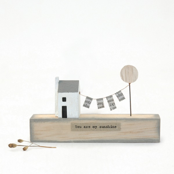 East of India Wooden Scene House with Line My Sunshine